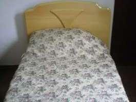 Cama de solteiro com colchao,cabeceiro,colcha e poltrona 250 r$ vendo