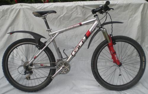 Bicicleta mtb gt agressor 1.0 com rockshox sid 100