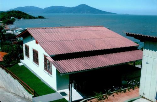 Vende-se casa próximo ao mar - vista para o mar