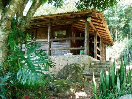 Vendo casa rústica com terreno (8.400 m2)
