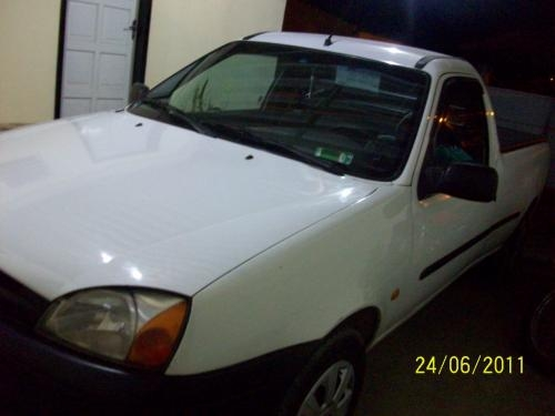 Courier 1.6 l branca ano 2000