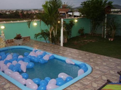 Alugo anual casa com piscina em ingleses