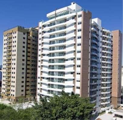 Amplo apartamento em luxuoso condomínio centro