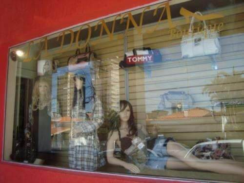 Vendo loja de roupa feminina e acessorios