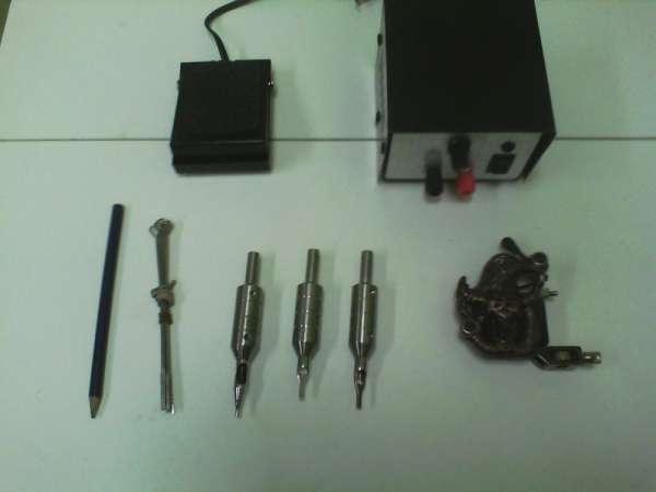 Kit tatuagem, maquina, pedal, fonte, biqueiras, astes, lápis cópia