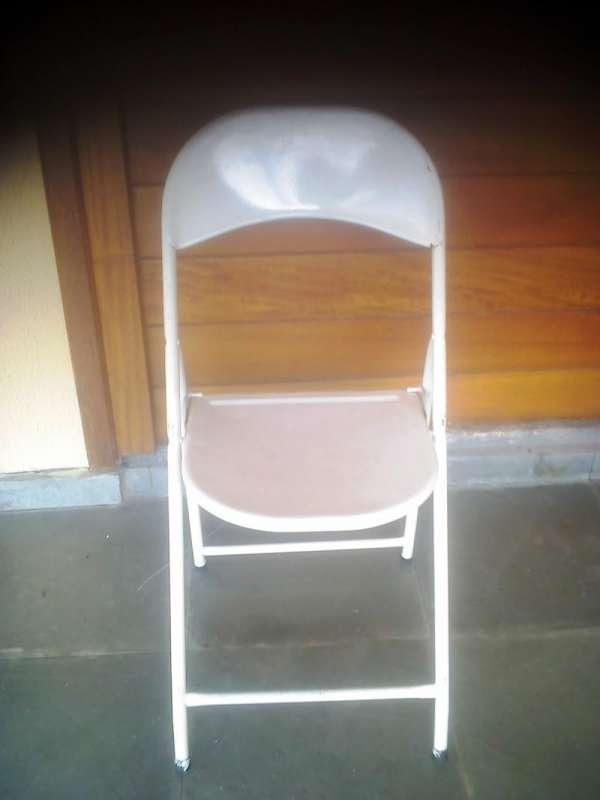 Cadeiras de ferro dobráveis em ótimo estado