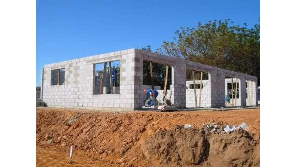 Construçao reforma pintura telhados encanamento piso