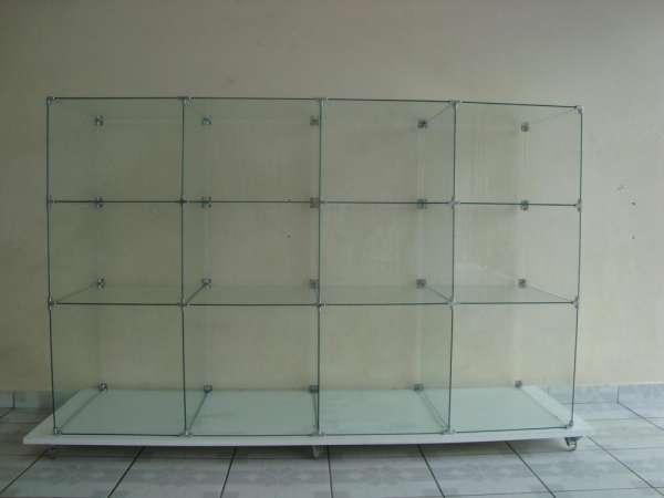 Balcão de vidro temperado tipo casulo