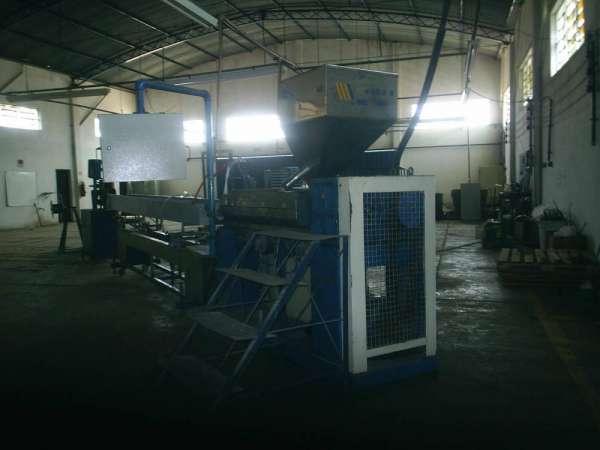 Prestação de serviços para extrusão em polímeros