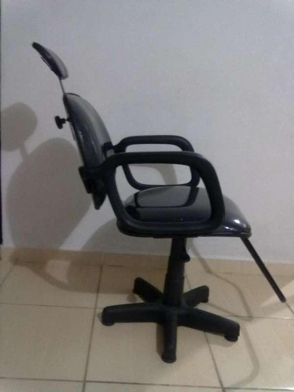 Vendo ou troco cadeira de corte para salão