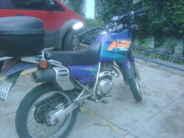 Vendo moto honda nx 200 cor azul ano 96