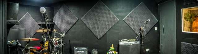 Fotos de Estudio de ensaio de bandas e gravações curitiba 1