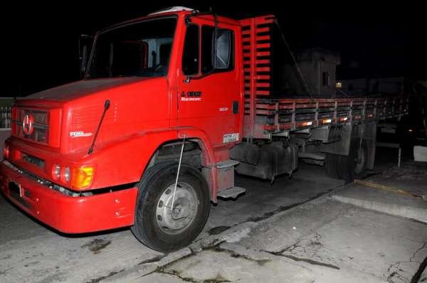 Caminhão mercedes-benz 1318 2011vermelho
