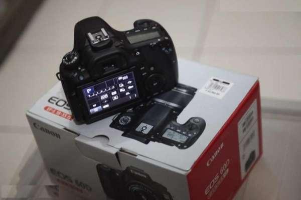 Canon eos 60d 18,0 megapixels câmera dslr..+ ef-s 18-135mm is lente