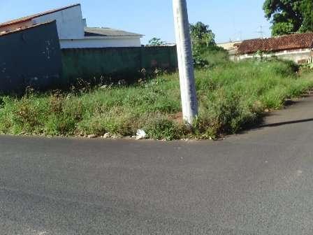 Terreno de esquina 10x30 em otima localização