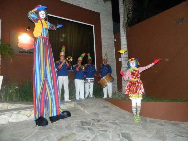 Palhaços, mágicos, recepção e show de circo para festas e eventos