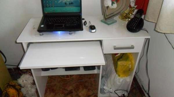 Vendo rack de computador branco c/ gaveta