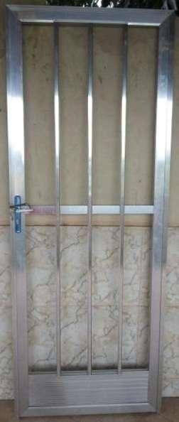 Porta de alumínio - 70 x 2,20 - excelente estado -