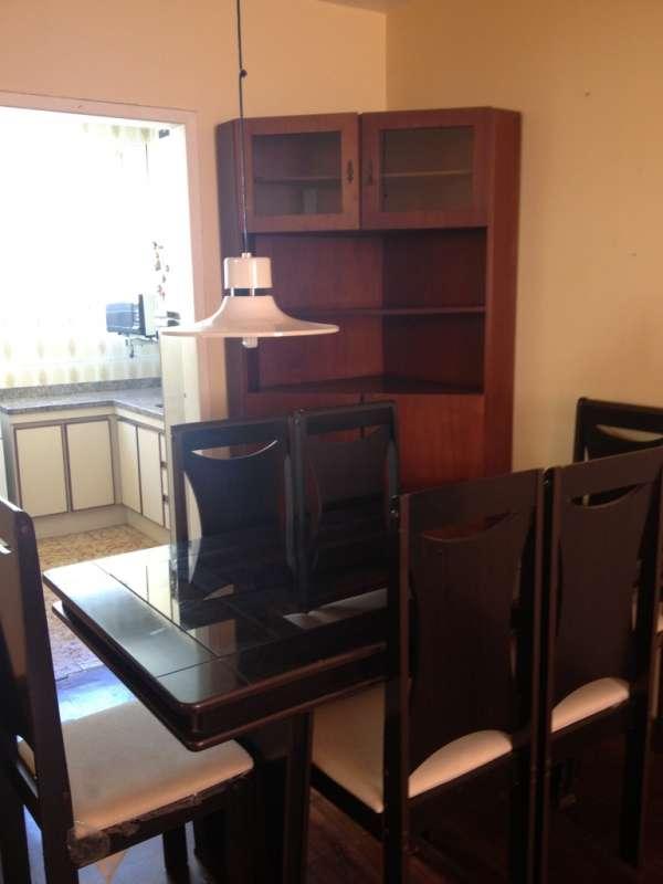 Apartamento 2 dormitórios mobiliado, garagem dupla.