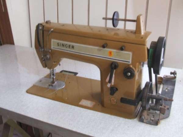 Vendo uma máquina industrial de costura