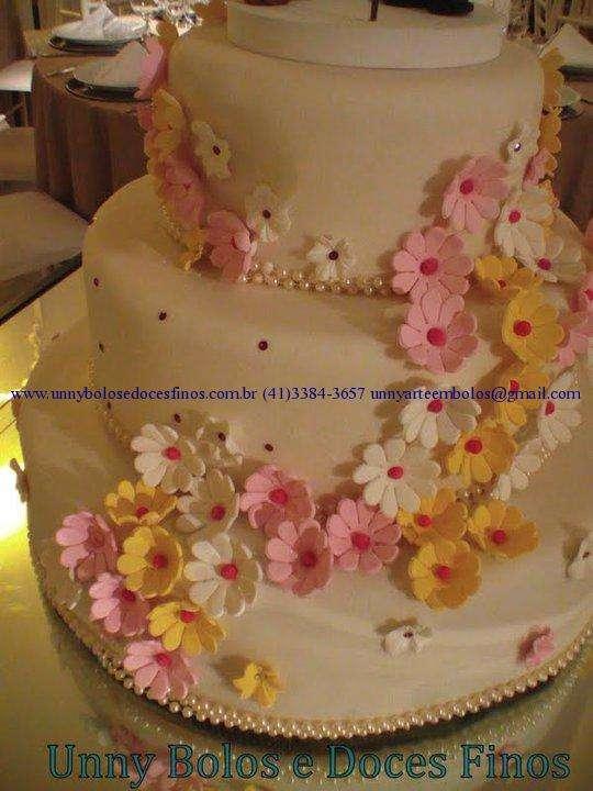 Bolos de casamento e aniversários e doces finos