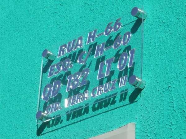 Placa de endereço em acrílico