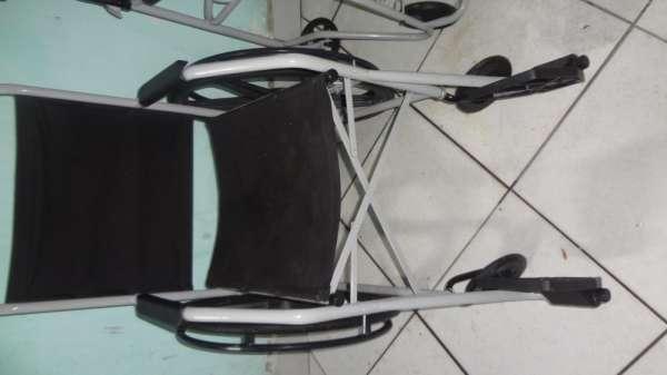 Vendo cadeira de rodas e cadeira higiênica