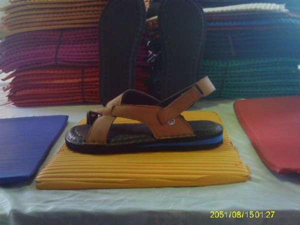 Fabrica de sandalias , chinelos , palmilhas e solados masculinos em eva