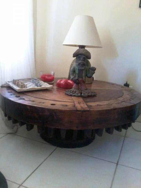 Mesa em madeira de roda de engenho antiguidade - troco