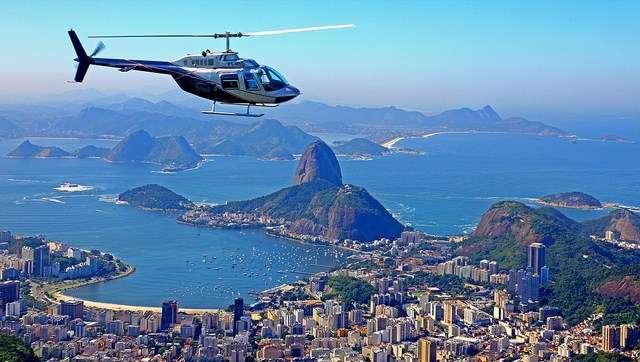 Vôo panoramico de helicoptero no rio de janeiro
