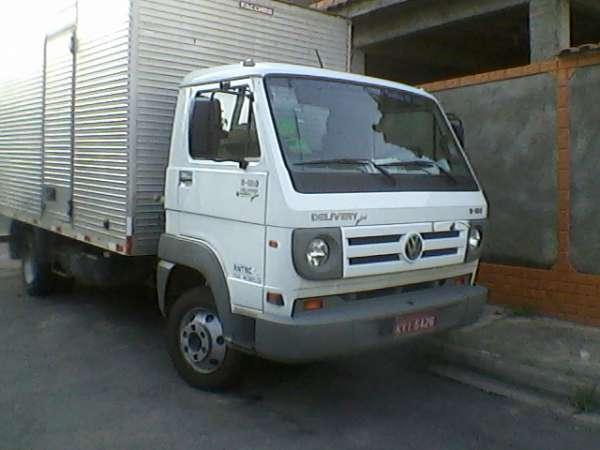 Vendo caminhão vw 8-150 delivery baú ano 2011