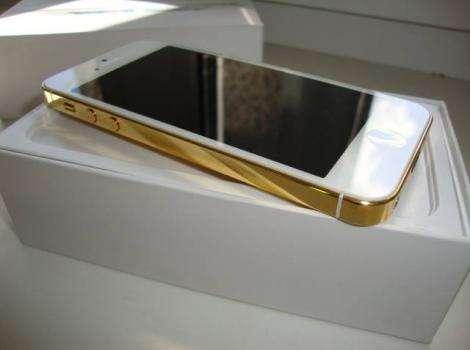 Um novo iphone 5s da apple em todas as cores