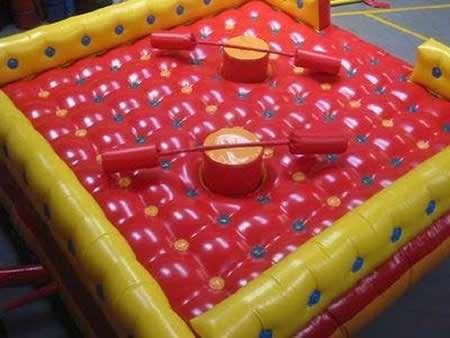 Locação de brinquedos:cama elástica,topogan, castelinhos...