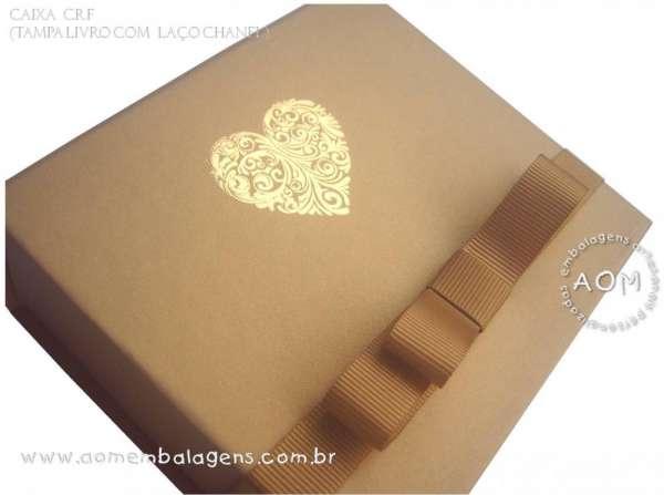 Caixa tampa livro com cinta chanel