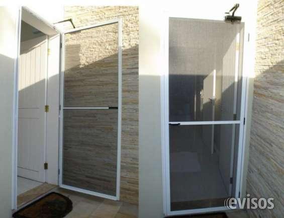 Conserto em porta de vidro e madeira