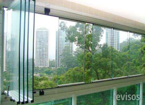 Esquadrias de alumínio com vidros.