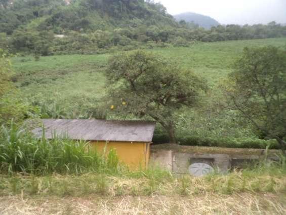 Atelie e fundo da antiga represa (que atualmente esta desativada)