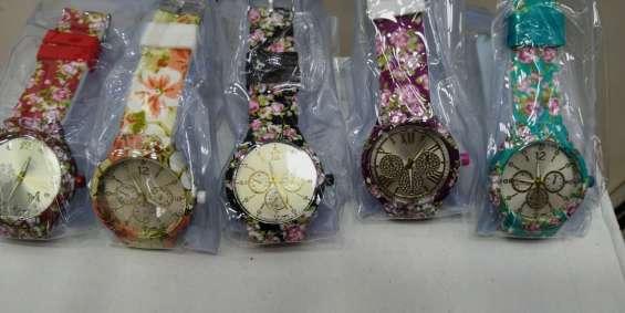Lote de relógios femininos em oferta