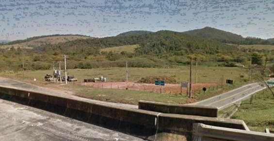 Fotos de Foto vista da área da rodovia