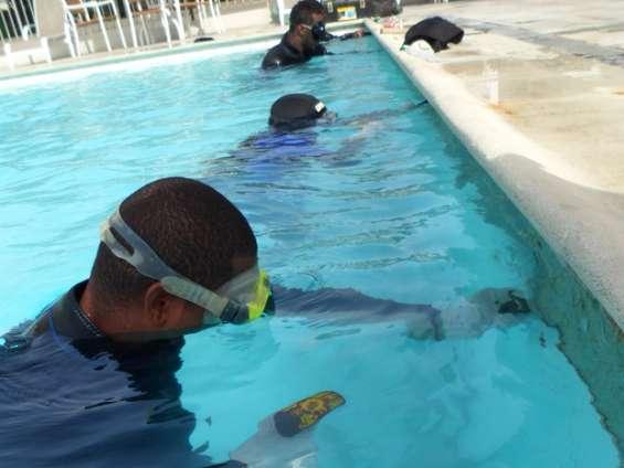 Fotos de Troca de azulejo com piscina cheia