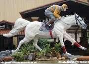 Cavalo em fibra de vidro