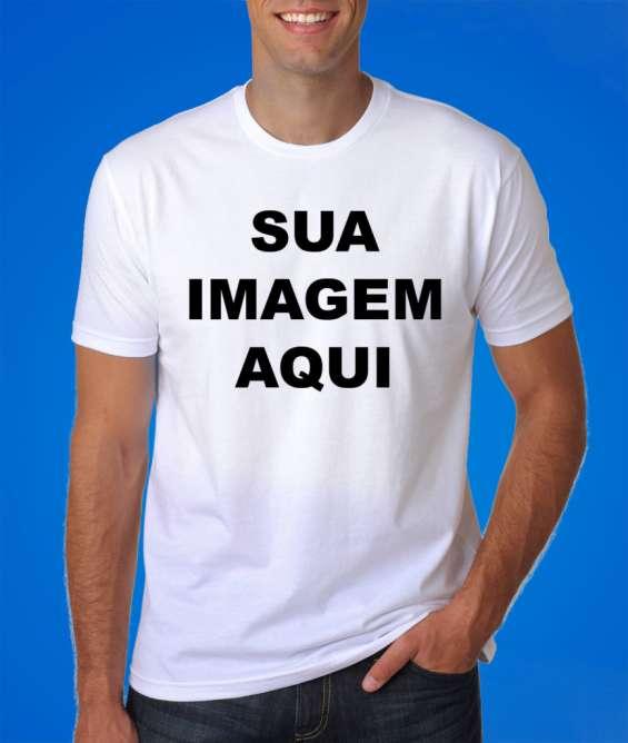 Camiseta personalizada com sua arte