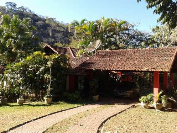Petrópolis bairro posse sítio com 22.000 m2 com 10 suites, restaurante, + duas casas, ancoradouro
